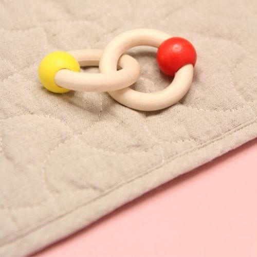 ringen op mat met roze achtergrond