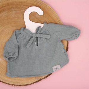 blouse mint op boomstam met roze achtergrond