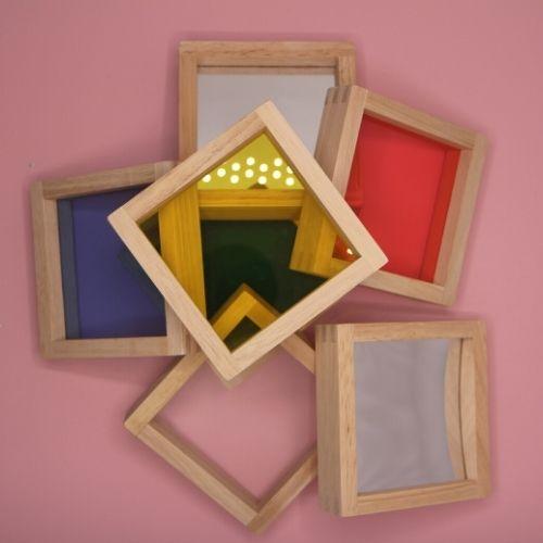 Sensorische vierkante blokken met roze ondergrond