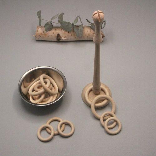 ringen met bakje en mast op grijze achtergrond